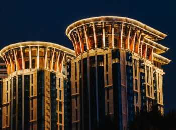Вечерняя подсветка фасадов